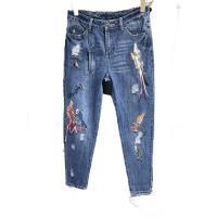 MONS設計款刺繡珠飾顯瘦牛仔褲(CC7523)