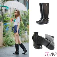 TTSNAP英倫部落客-顯瘦時尚拉鍊防水雨靴  黑色