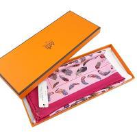 HERMES 桃紅色框羽毛印花粉色底絲質41公分方形絲巾 (展示品)
