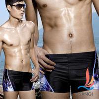 【SANQI三奇】SHOCK男孩 急速奔騰平口四角泳褲(黑)-SQ13315