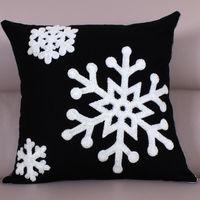 【協貿】時尚百搭聖誕節禮物毛巾繡刺黑底雪花方形抱枕含芯