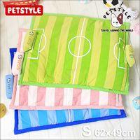日系PetStyle《足球場兩用寵物睡墊/遊戲墊S》附可拆玩具枕頭