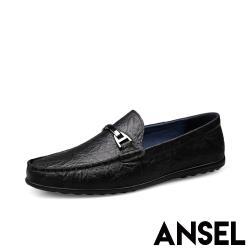 【Ansel】全真皮頭層羊皮質感壓紋金屬釦飾平底休閒鞋 黑