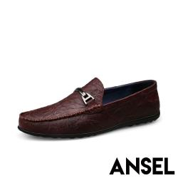 【Ansel】全真皮頭層羊皮質感壓紋金屬釦飾平底休閒鞋 酒紅