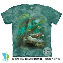 摩達客(預購)美國進口The Mountain  鱷魚游水 純棉環保藝術中性短袖T恤-4XL-5XL