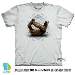 摩達客(預購)美國進口The Mountain 樹懶滑行灰底 純棉環保藝術中性短袖T恤-4XL-5XL