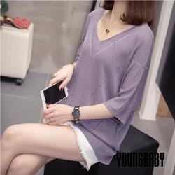 【YOUNGBABY中大碼】秀氣菱格屢空造型針織上衣.紫/黑