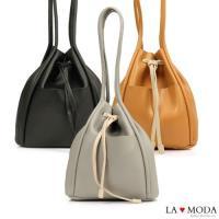 【La Moda】日系極簡拉繩束口大容量肩背水桶包(共3色)