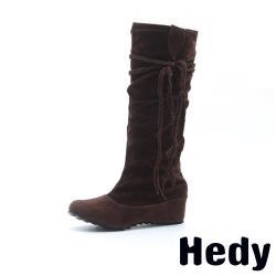 【Hedy】騎士風編織流蘇綁帶內增高圓頭時尚長靴 棕