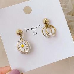 925銀針 小雛菊花不對稱珍珠圓環 耳飾