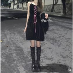 黑色收腰顯瘦氣質吊帶古著感連衣裙
