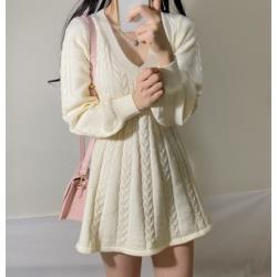V領麻花花瓣邊針織連衣裙