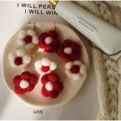 羊毛氈花朵配件包|花朵 配件|DIY|羊毛氈耳環 配件|羊毛氈 DIY(顏色隨機出貨)