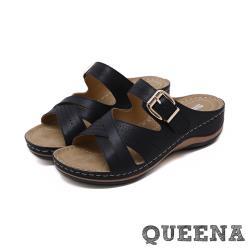 【QUEENA】復古縷空交叉一字線條皮帶釦飾舒適厚底拖鞋 黑