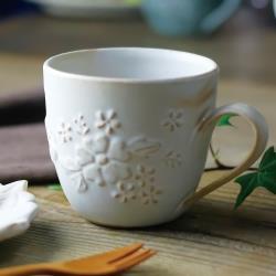 有種創意 - 日本益子燒 - 花園燻雕紋馬克杯 - 粉引白