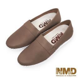 【Normady 諾曼地】純色素面厚底內增高磁石真皮球囊氣墊懶人鞋-MIT手工鞋(純色棕)