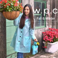 【w.p.c.】寬版格紋款。時尚雨衣/風衣(R1016)_藍白格